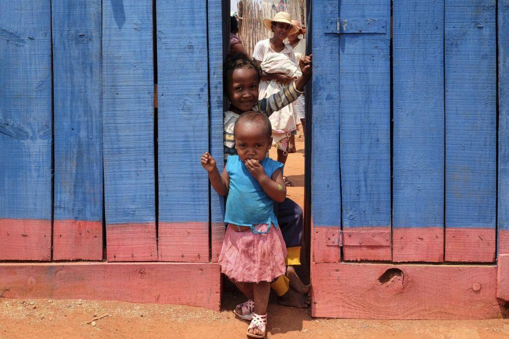 enfants malgaches dans un petit village