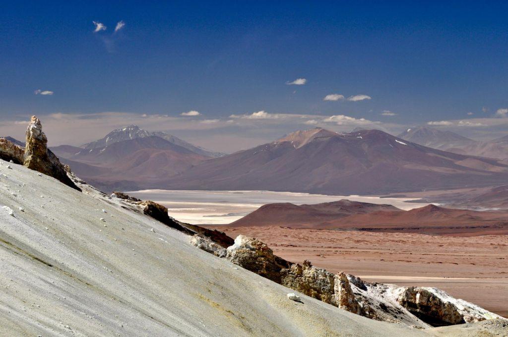 paysage de montagne blanc et ocre