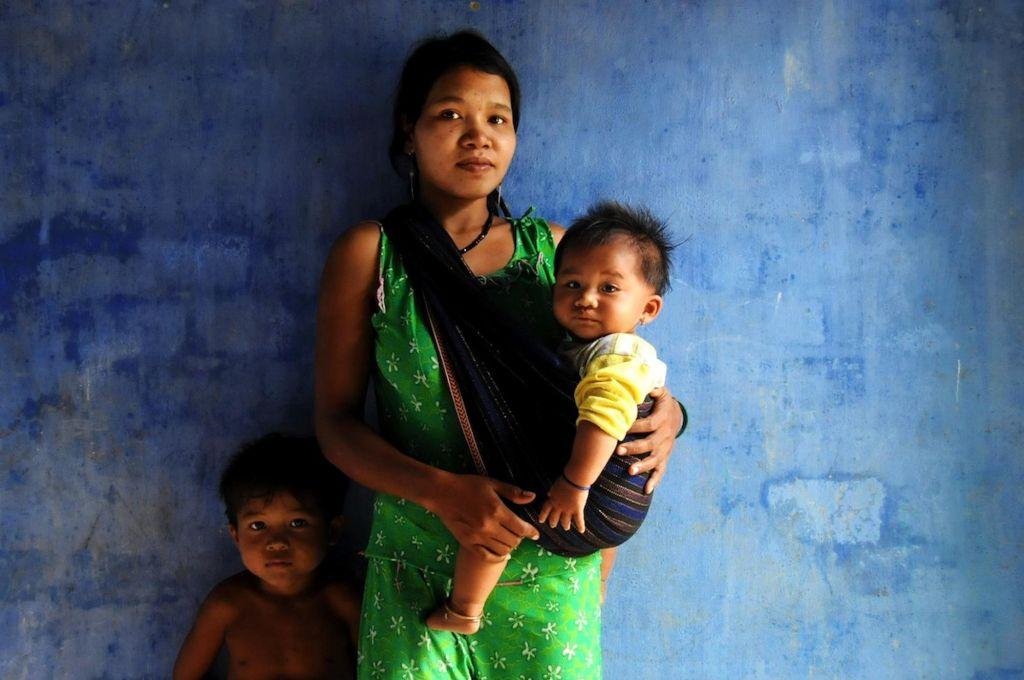 maman avec son fils et son bébé