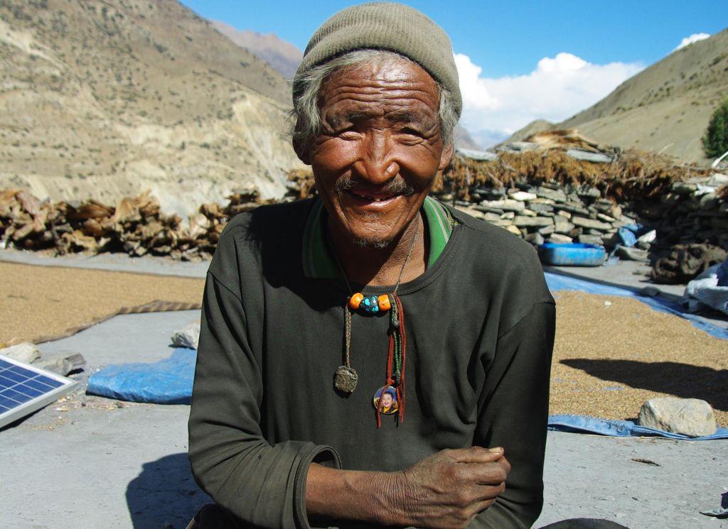 portrait d'un népalais souriant