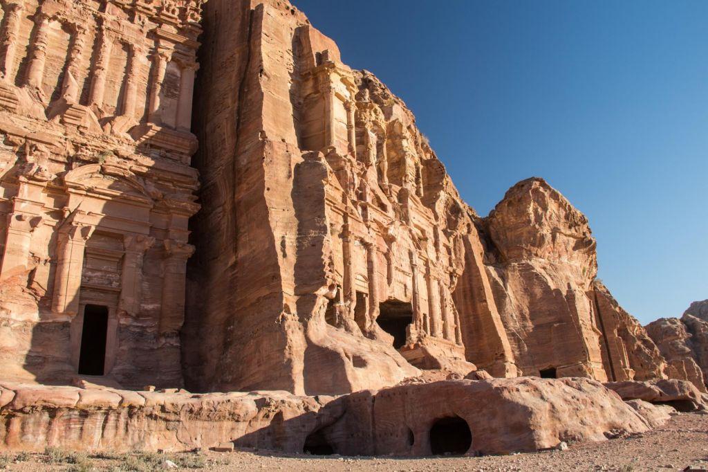 randonneur au coeur du Wadi Rum