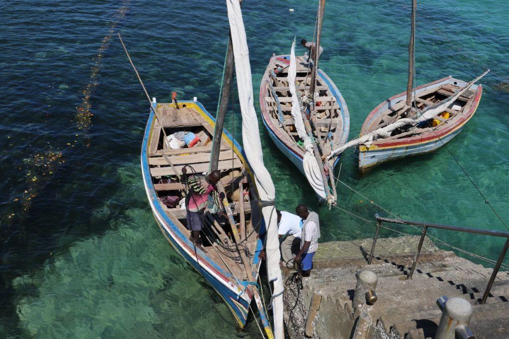 dhow au port d'ilha do Mozambique