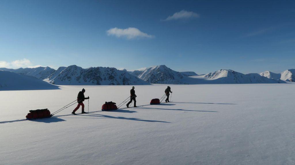 skieurs sur un glacier