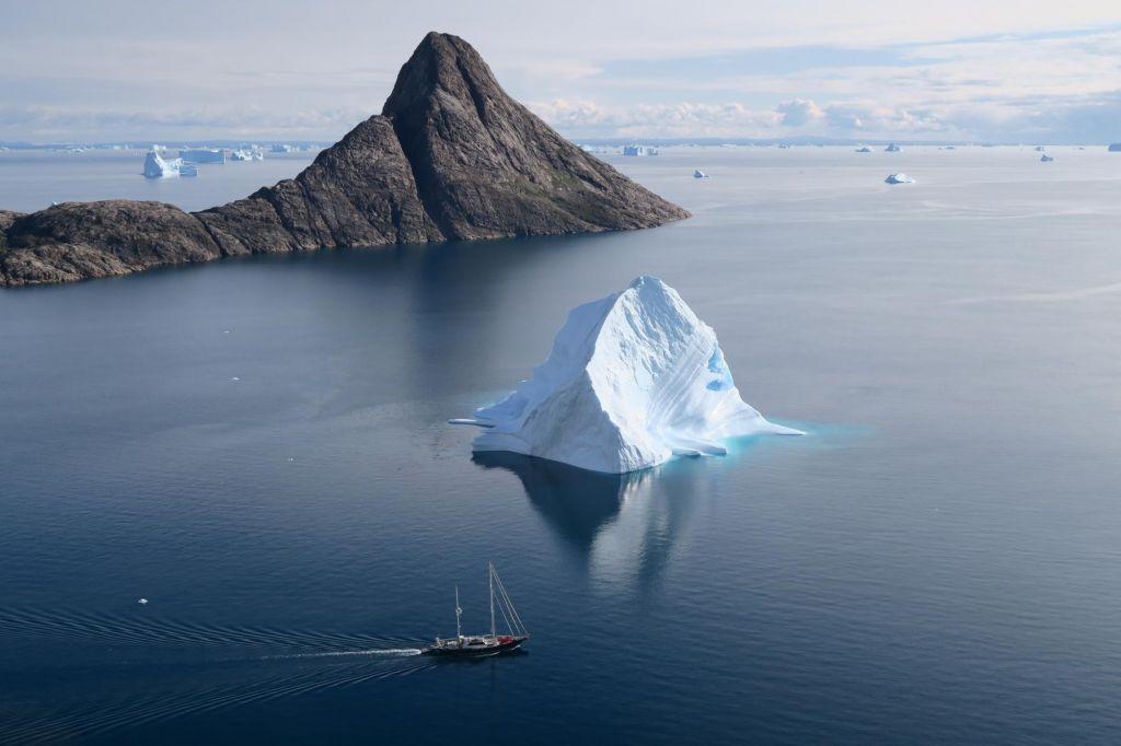 Le voilier dans le Scoresbysund au Groenland