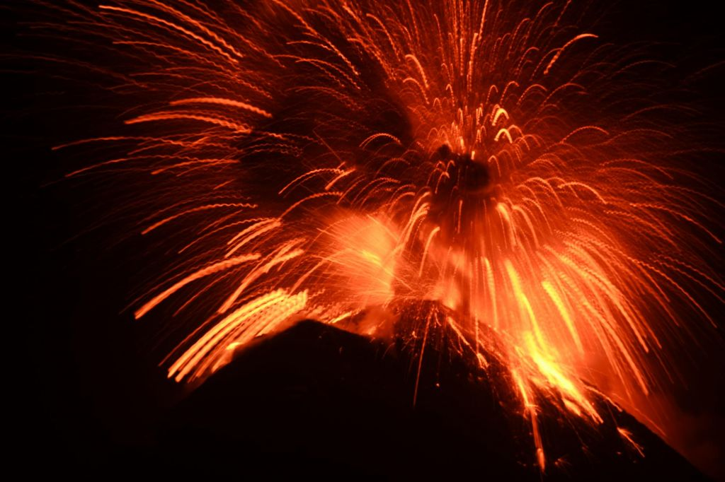 éruption explosive du volcan Fuego