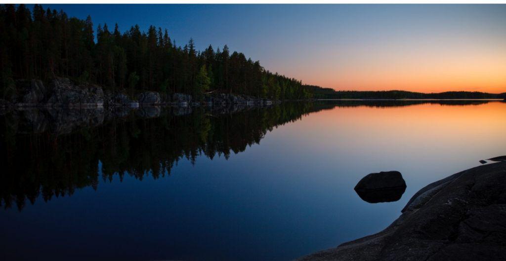 Aurore boréale en Laponie pendant l'été indien