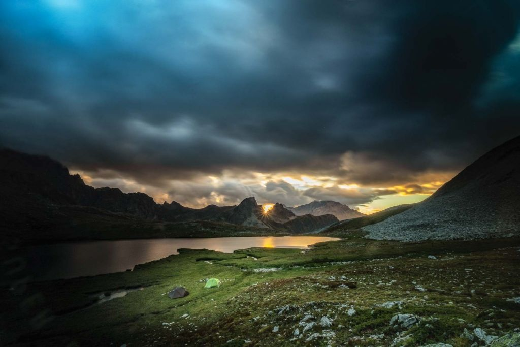 Bivouac en Haute Ubaye lors d'un trek dans cette vallée sauvage des Alpes